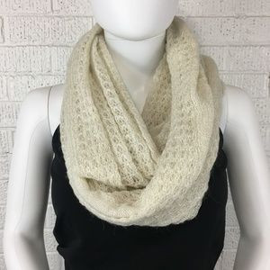 Ann Taylor lace infinity scarf cream / gold
